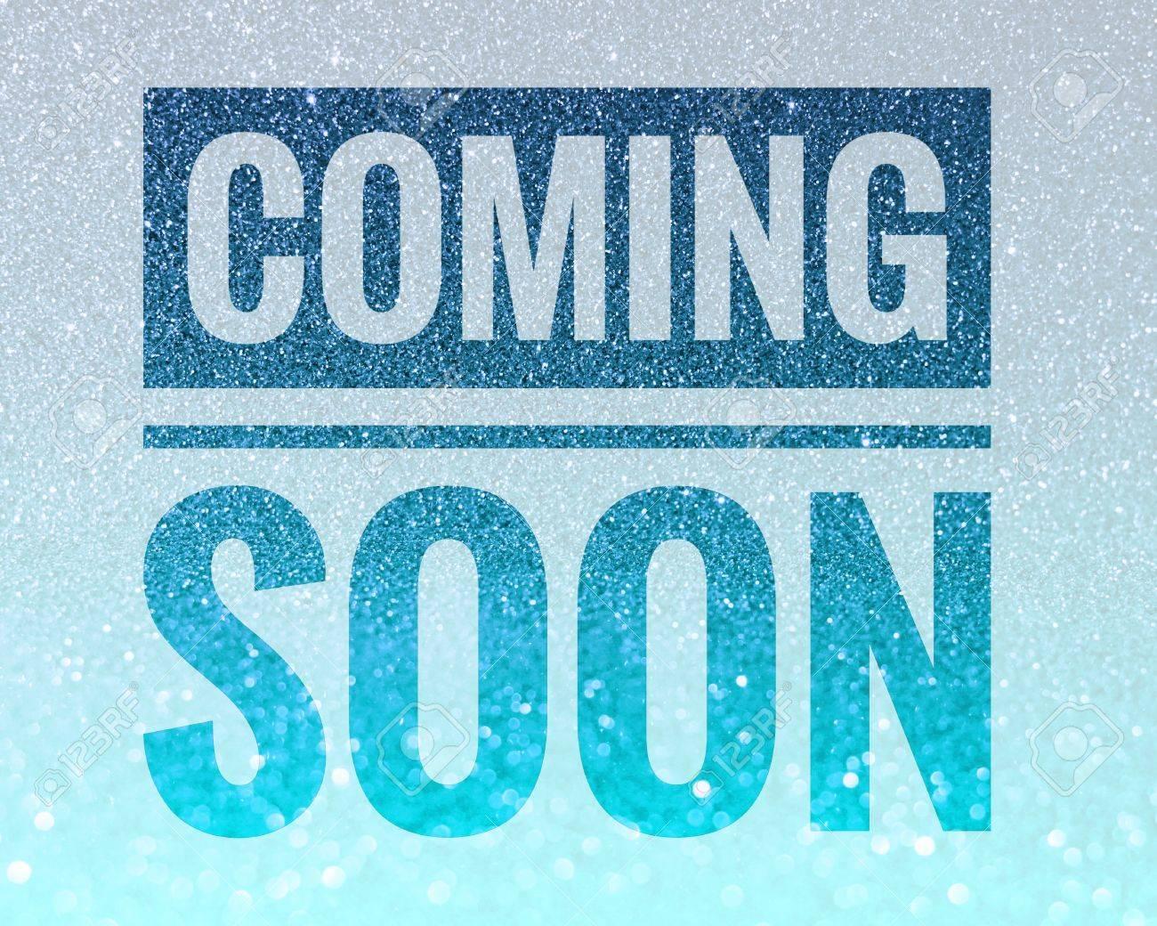 68679395-光沢のある青いキラキラ背景に言葉を近日公開予定