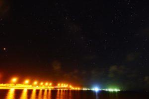 星と人工の光